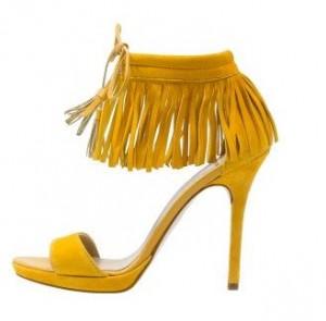 chaussures jaune 300x295 - Une couleur : le jaune moutarde