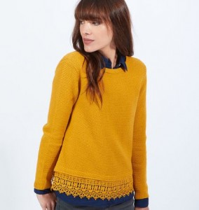 pull jaune 284x300 - Une couleur : le jaune moutarde