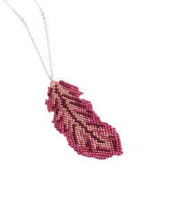 collier-sautoir-fantaisie-bijoux-plume-fait-main-la-touche-finale-rouge