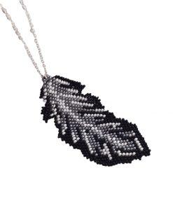 collier-sautoir-fantaisie-bijoux-plume-fait-main-la-touche-finale-noir