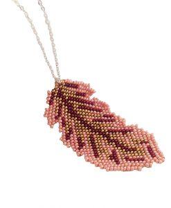 collier-sautoir-fantaisie-bijoux-plume-fait-main-la-touche-finale-rose