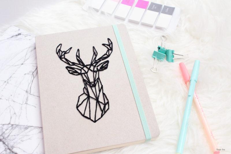 carnet brodé 800x533 - 15 idées de cadeaux à réaliser soi-même